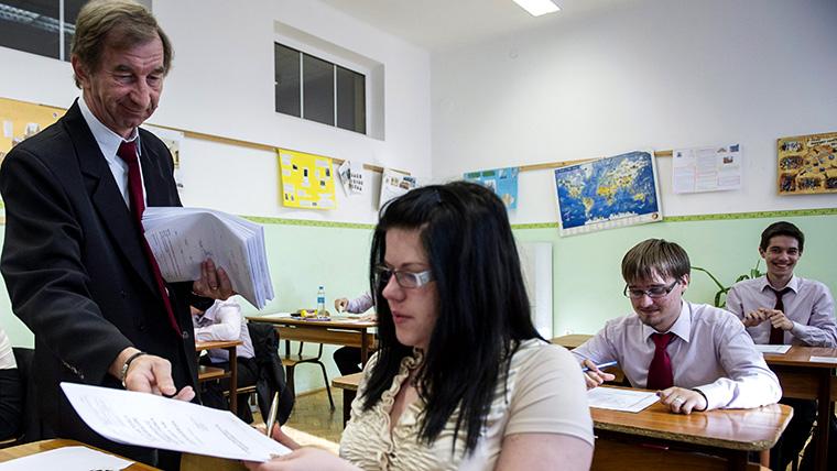 """A legjobb borsodi gimnázium tantestülete nyílt levélben fordult a kormányhoz: """"Az a cél, hogy a felnövekvő generáció már kérdezni se tudjon?"""""""