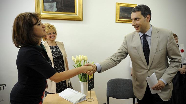 A Miniszterelnökség dolgozói 100, illetve 250 ezer forintnyi Erzsébet-utalványt kaptak jutalmul