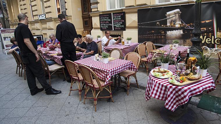 Végleg bezárt Budapest legborzalmasabb étterme