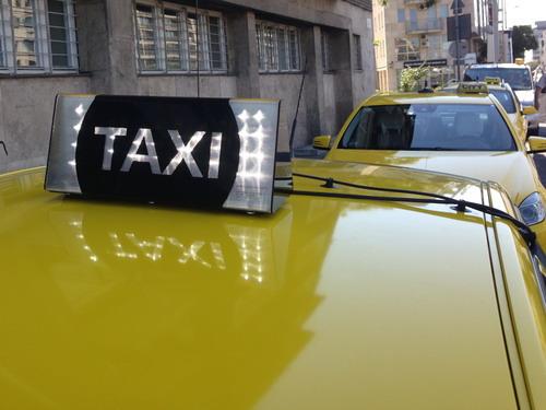 Krisztián és Dávid bemutatja: így ne taxizz lopott bankkártyával, mert még a sofőrnek is leesik, hogy a Deákon csórtad egy alvó férfitól