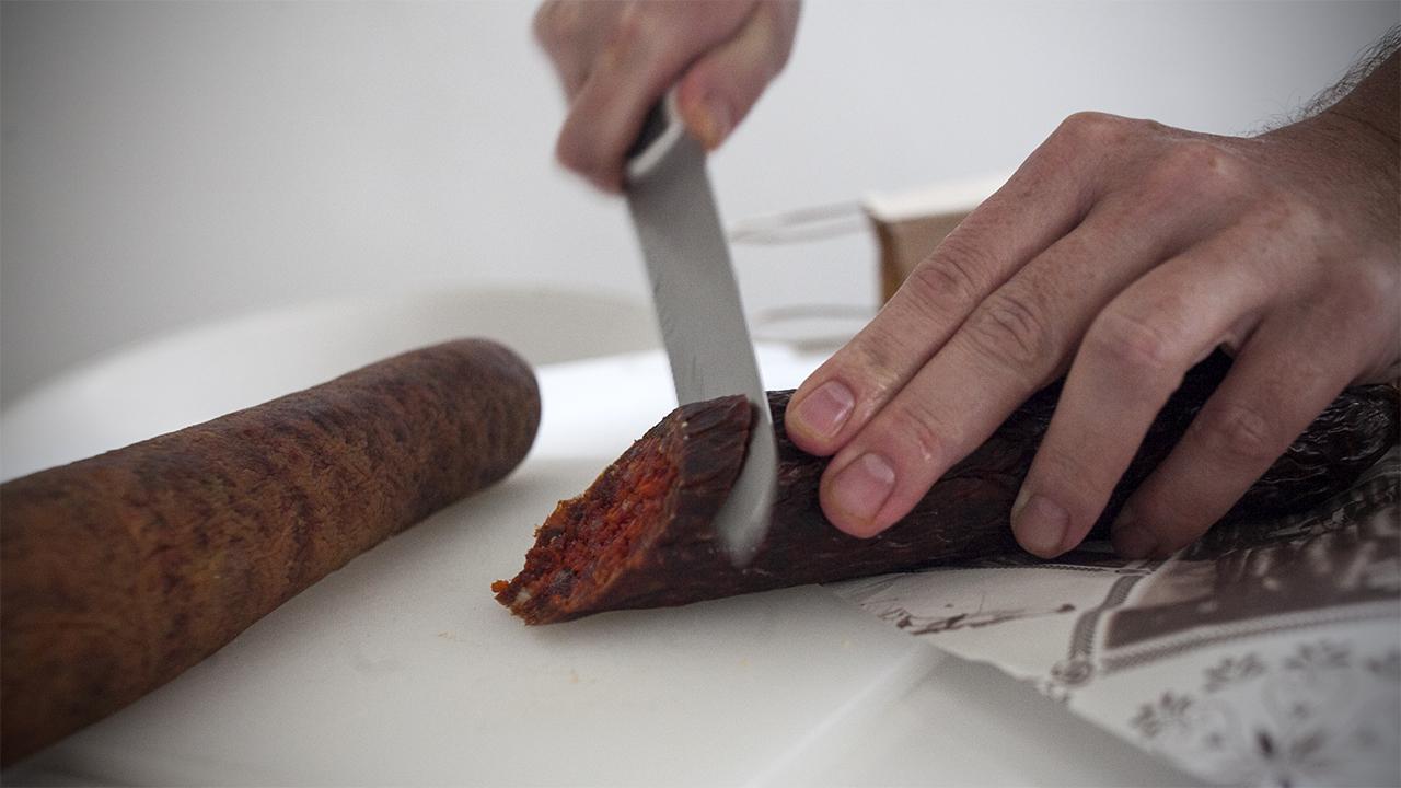 A WHO sokkolta a húsevő világot: a felvágottak és a vörös húsok olyan rákkeltők lehetnek, mint a dohányzás