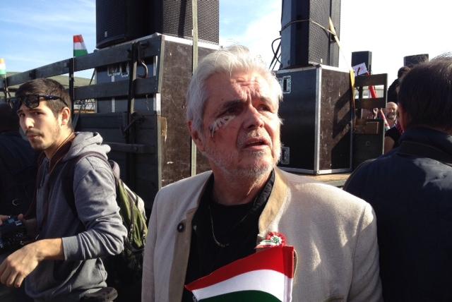 Megszólalt a zsarolással vádolt Oszter Sándor, és azzal a lendülettel promotálni kezdte a fellépéseit