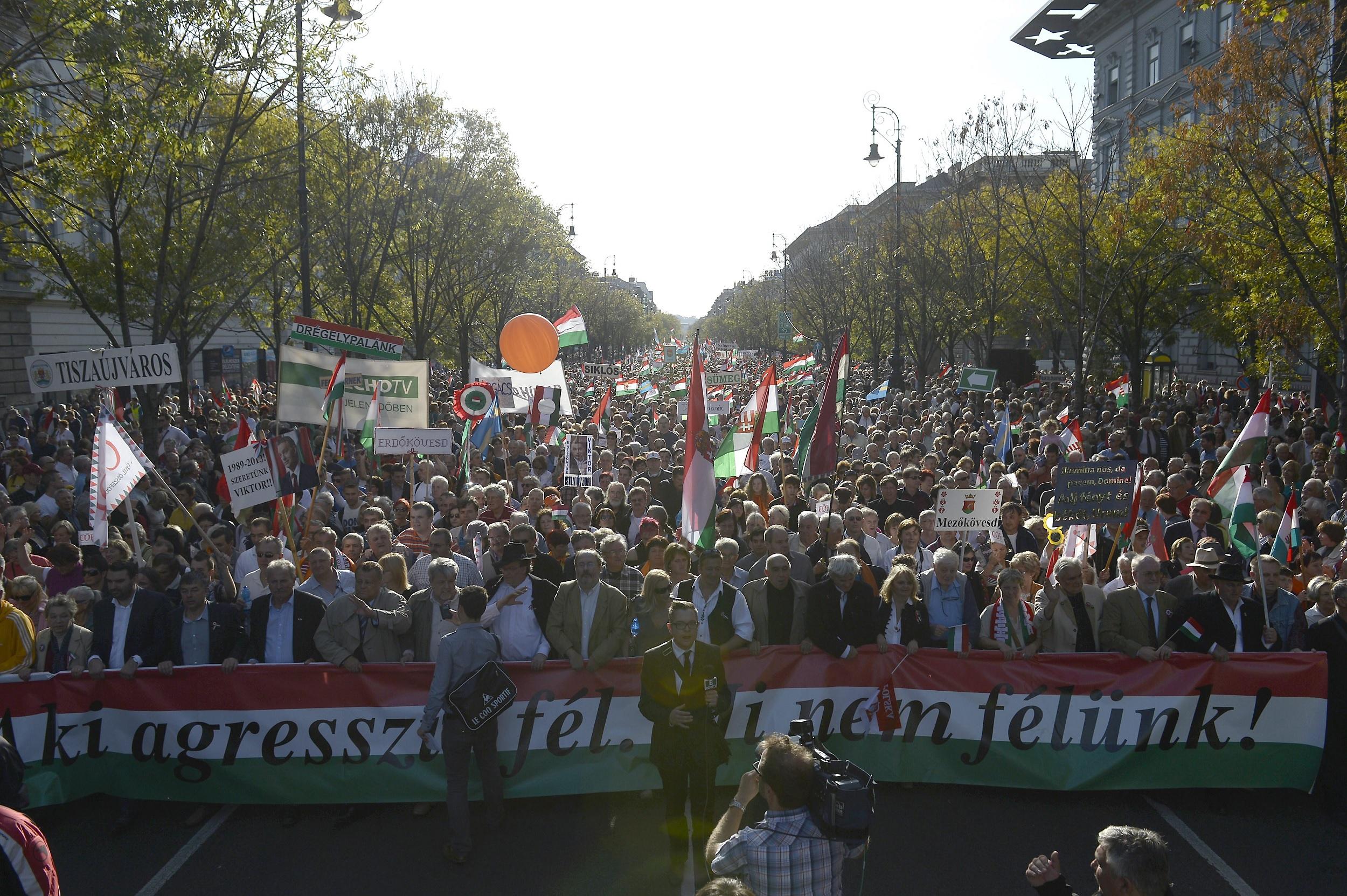 Március 15-re Békemenetet hirdetett Bayer Zsolt