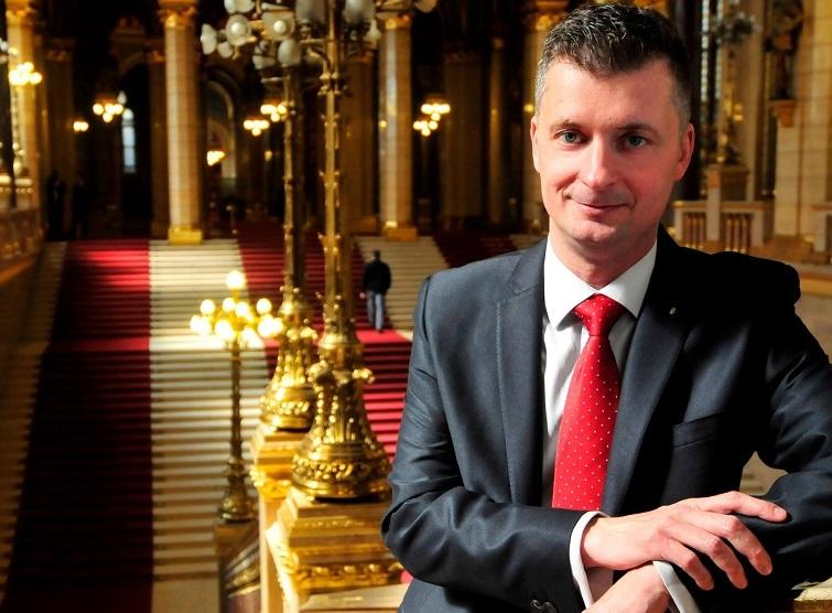 Kubatov Gábor Fidesz-alelnök méltatlannak tartja, amit a hozzá több szálon kötődő izmos kopaszok tettek a Fidesz érdekében