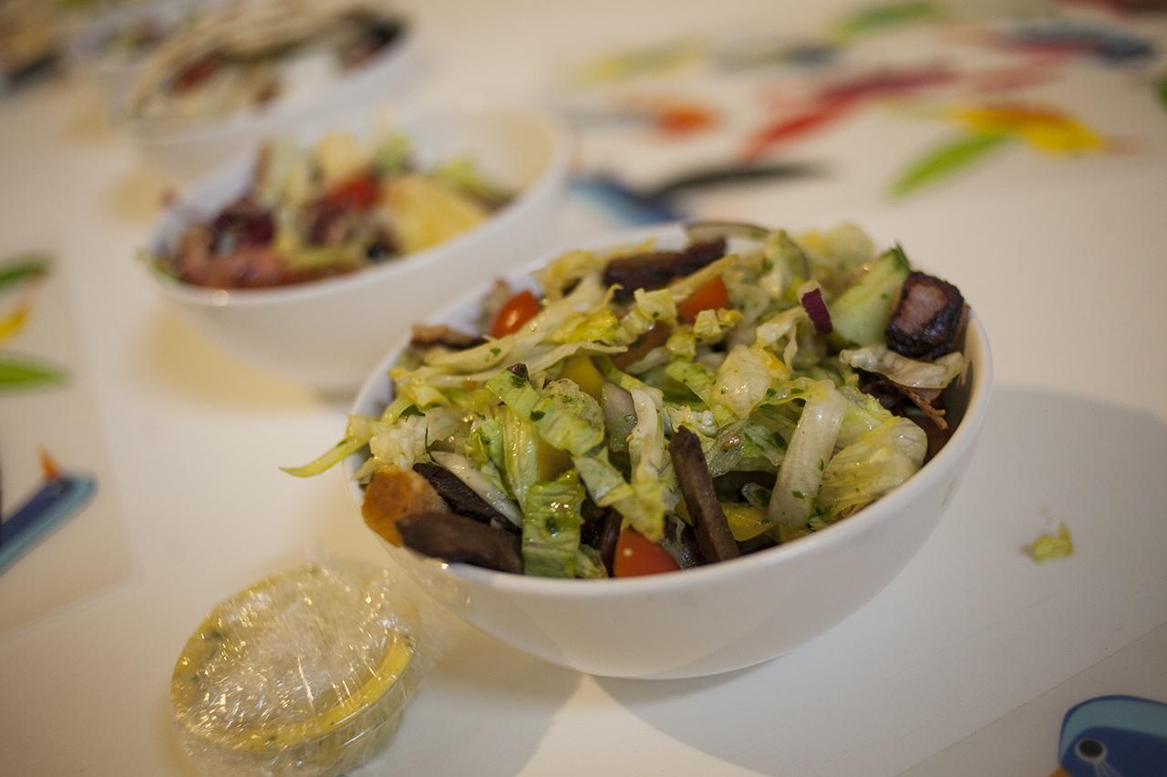 Káosz lett a New York-i salátabárokban, annyian fogadták meg újévkor, hogy egészségesebben fognak élni