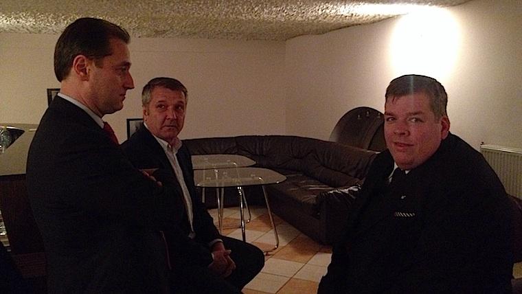 Fotózhatóak bilincsben a magyar politikusok