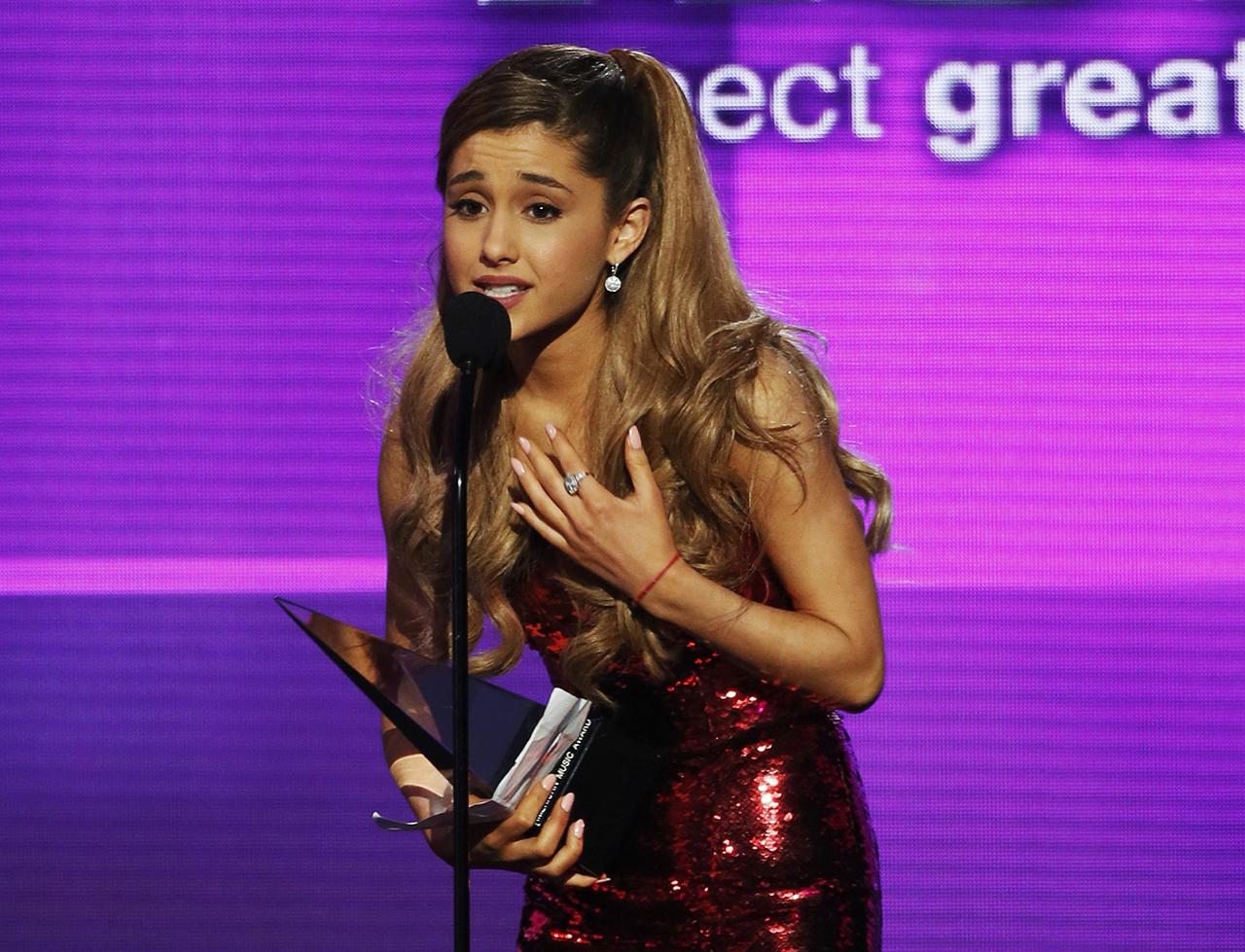 Ariana Grande jótékonysági koncertet ad Manchesterben