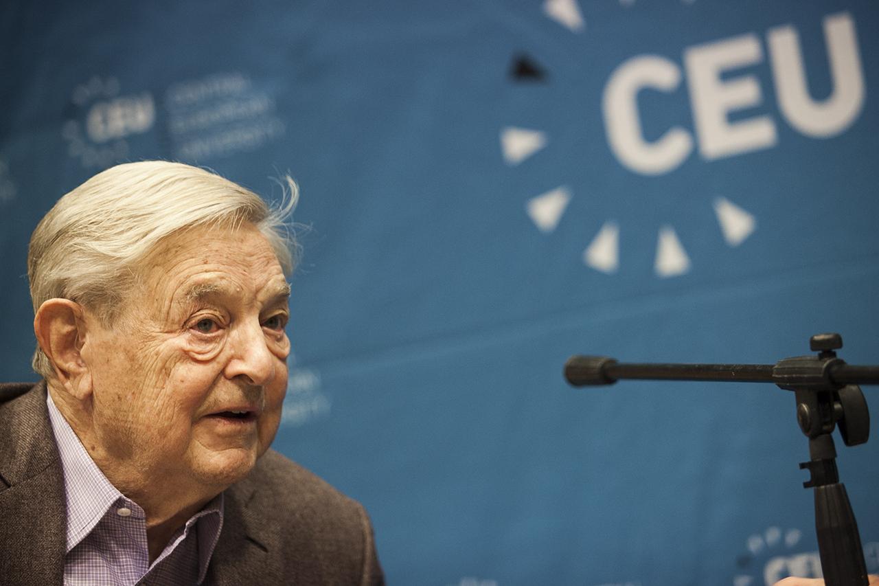 A Magyar Nemzet szerint 23 millió forint értékben támogatta Soros György a kormányszóvivőt