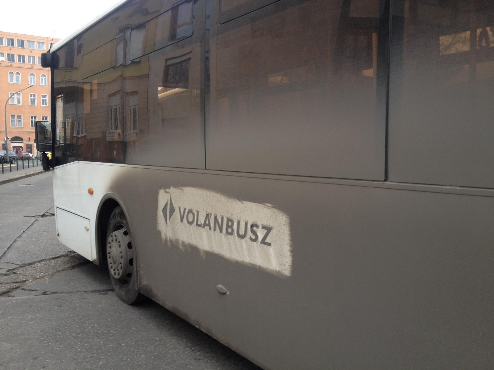 Terrortámadástól tart a Volán, nemzetbiztonsági okokra hivatkozva nem mondják meg, ki cserélt ki 16 darab kandelábert a váci buszpályaudvaron