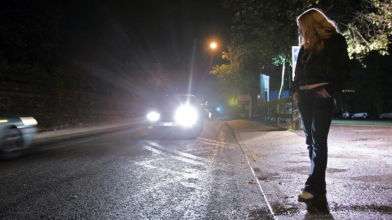Prostituáltakat futtató férfit kapcsoltak le Tatabányán