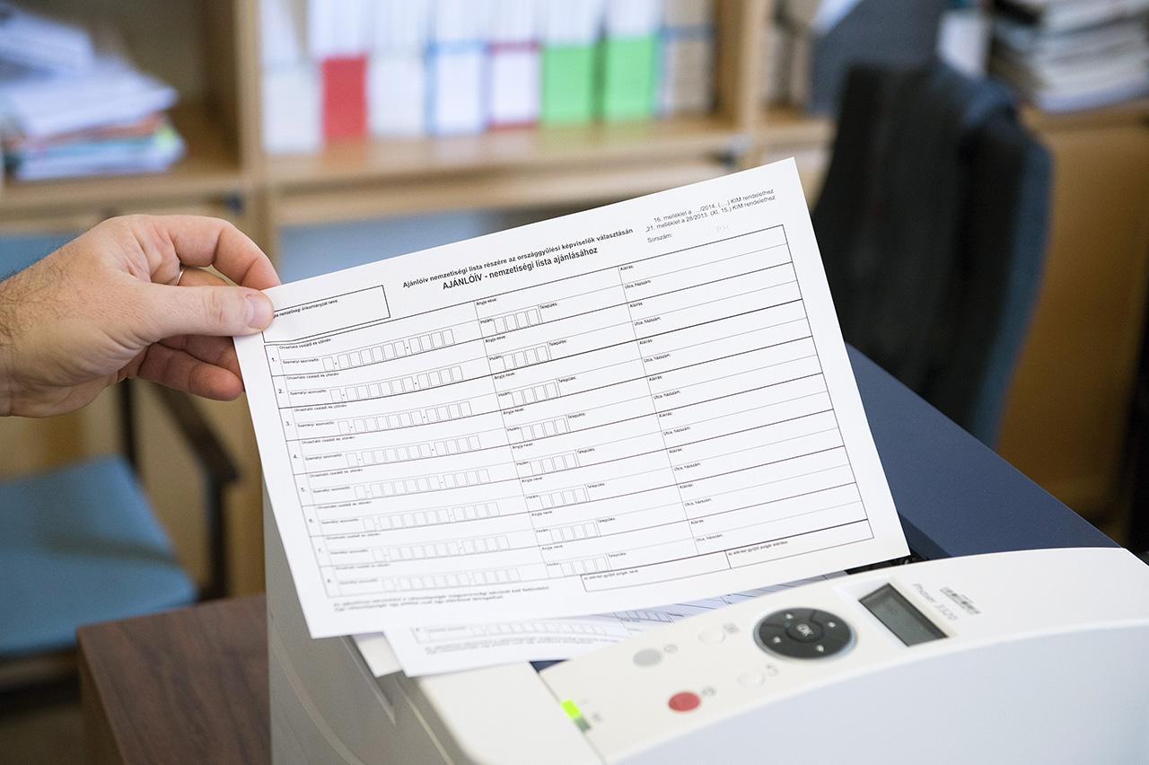 Két idős nő elhunytak adataival és hamis aláírásokkal nyújtott be ajánlóíveket a 2018-as választáson