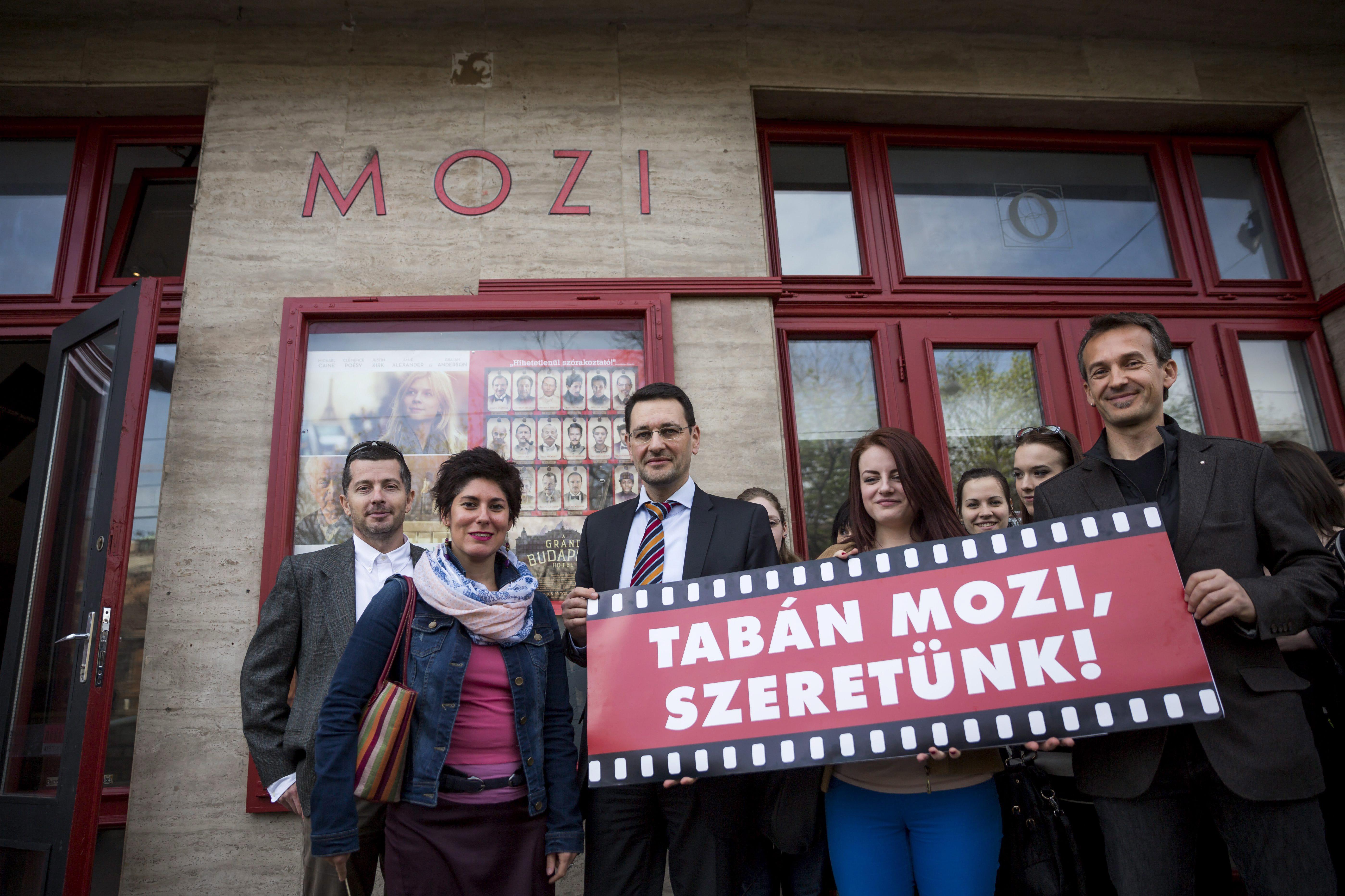 A budavári polgármester szülei is önkormányzati lakásban laknak