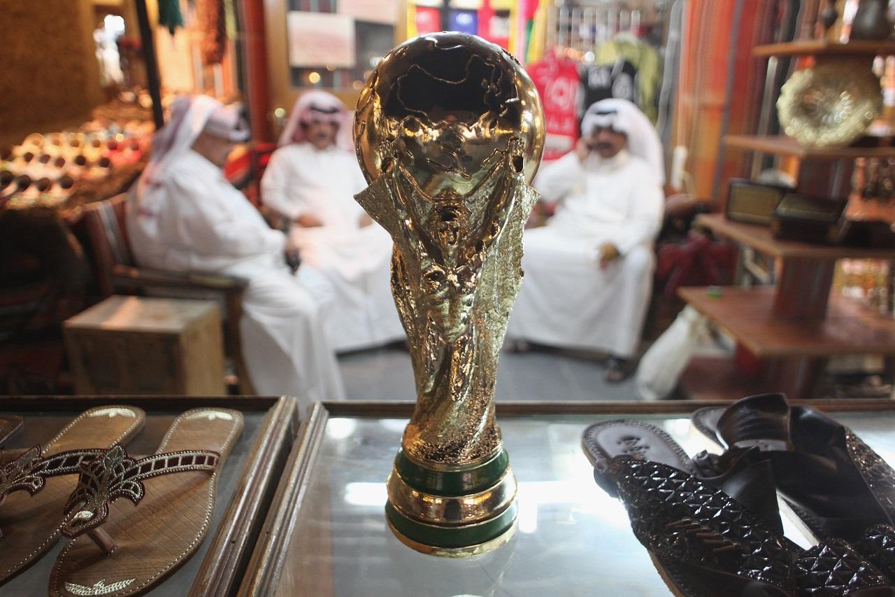 Katar több száz millió dollárt ajánlhatott a Fifa vezetőinek a 2022-es vébé odaítélése előtti hetekben