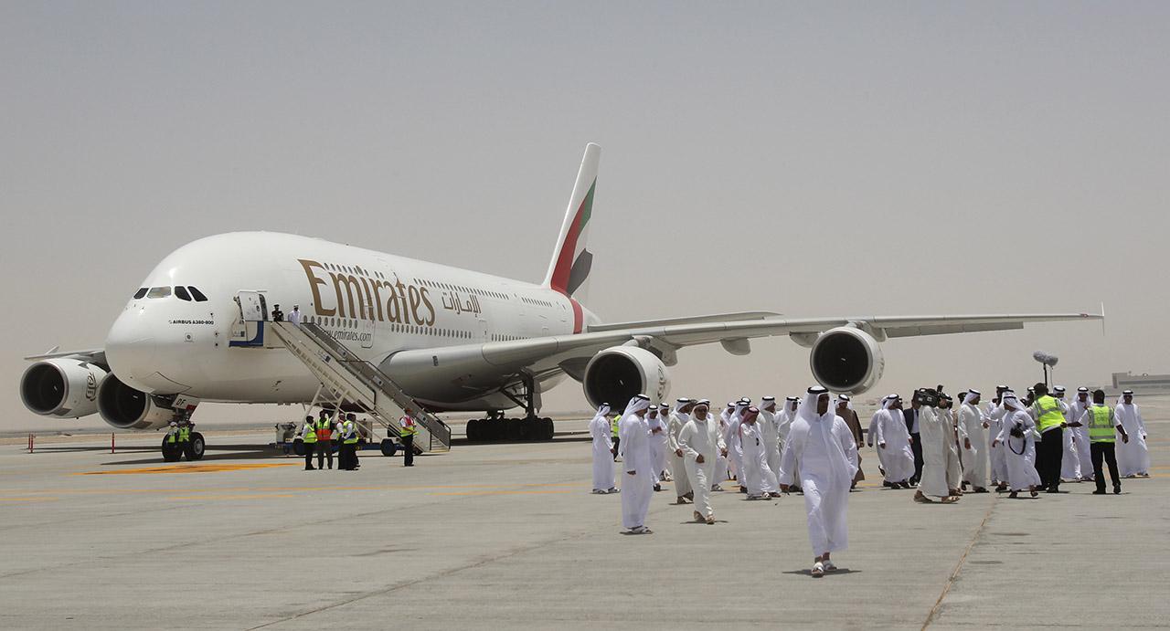 Drón miatt kellett lezárni szombat este a dubai repülőteret