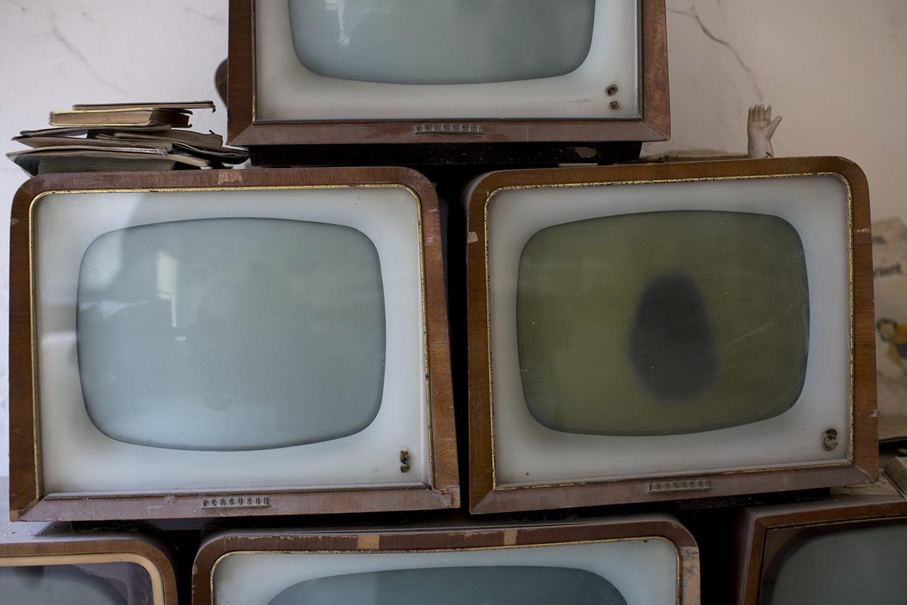 Közel öt órát néz tévét naponta a magyar