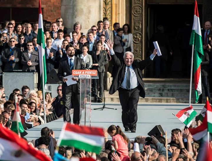 2014-ben még a Békemeneten dicsérte Orbánt, most a CEU miatt szólt be neki az Európai Néppárt francia elnöke
