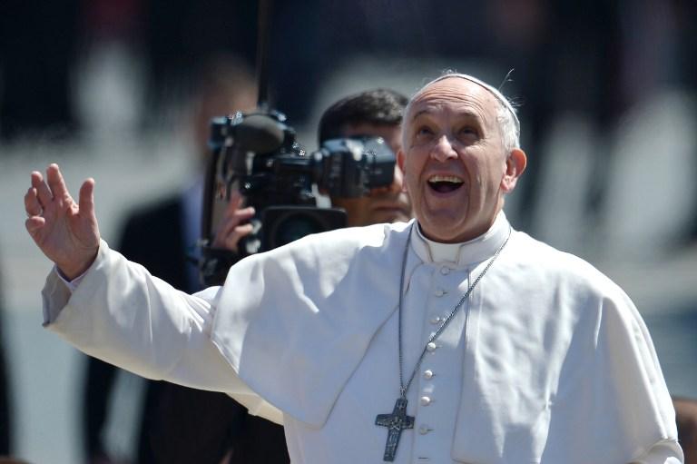 Ferenc pápa: Az egyház nem hagyja magukra a menekülteket