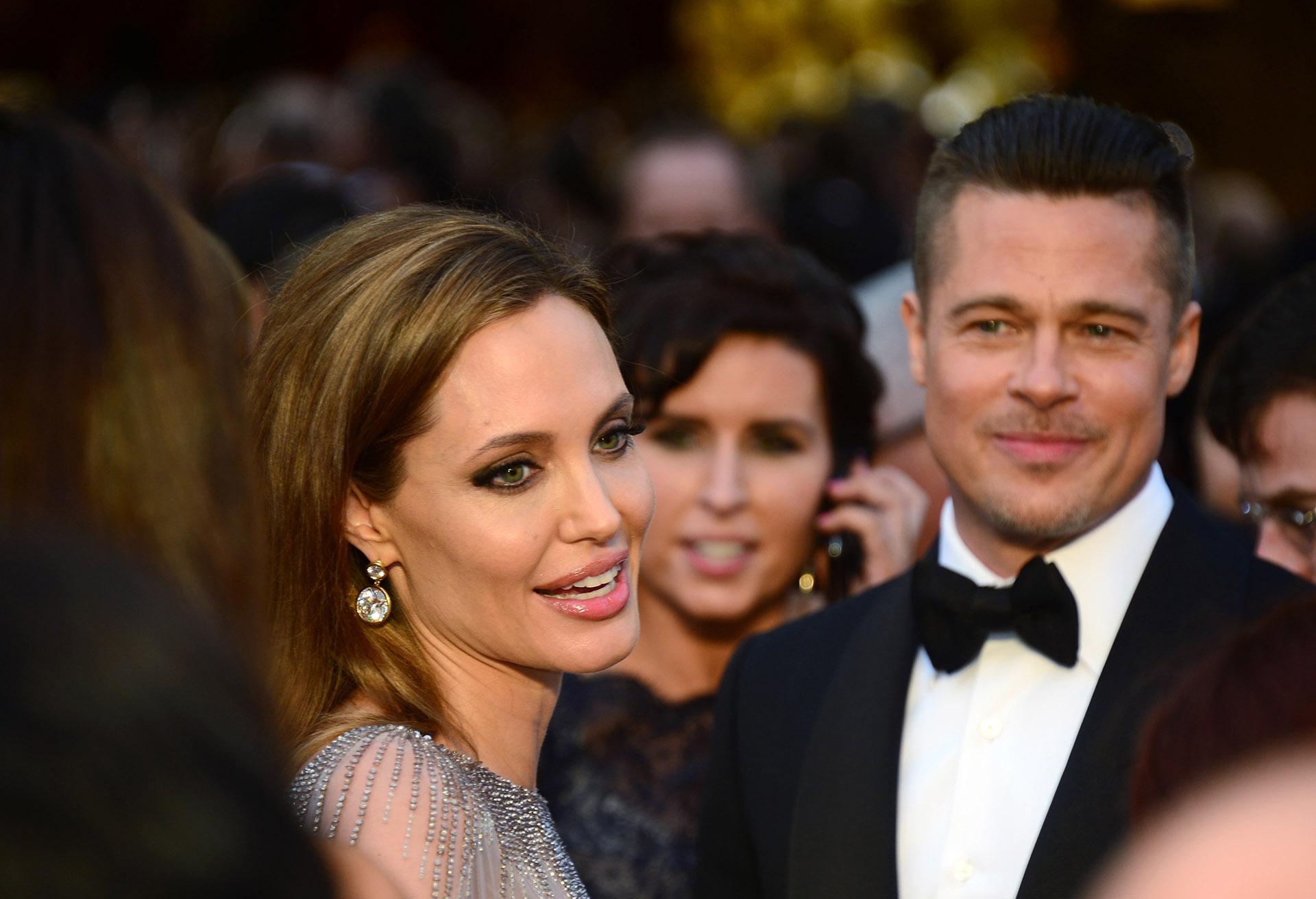 Angelina Jolie gyerektartást követel Brad Pittől, ő meg azt mondja, hogy dehát házat vett nekik