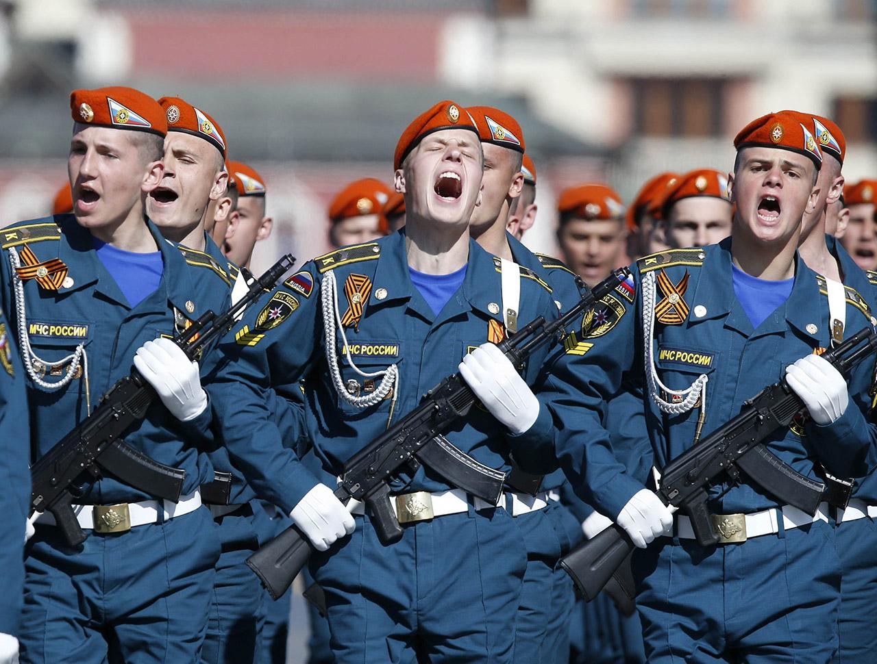 Megtiltják az orosz katonáknak az okostelefonozást, mert a posztjaikkal lebuktatják az akciókat