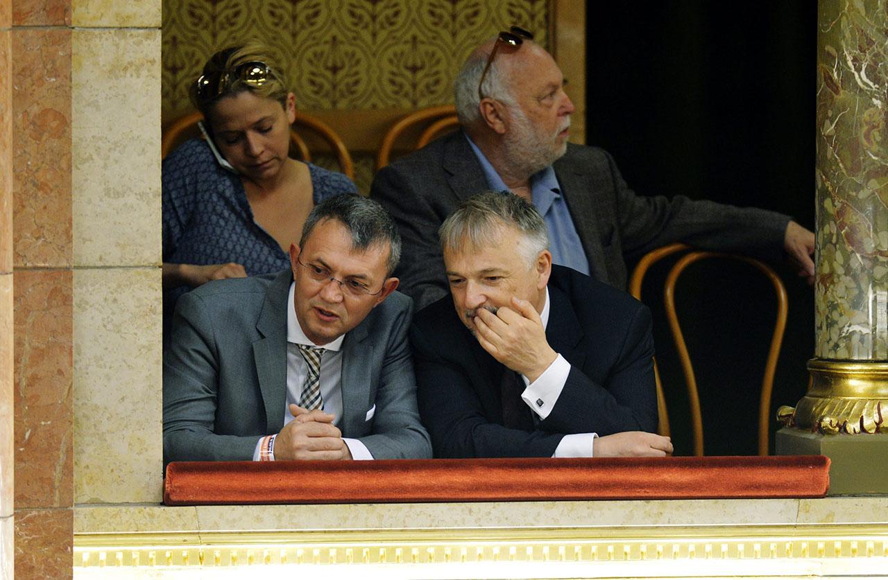 Hernádi a saját rokonának és régi üzlettársának, Garancsi Istvánnak is osztott uniós pénzt