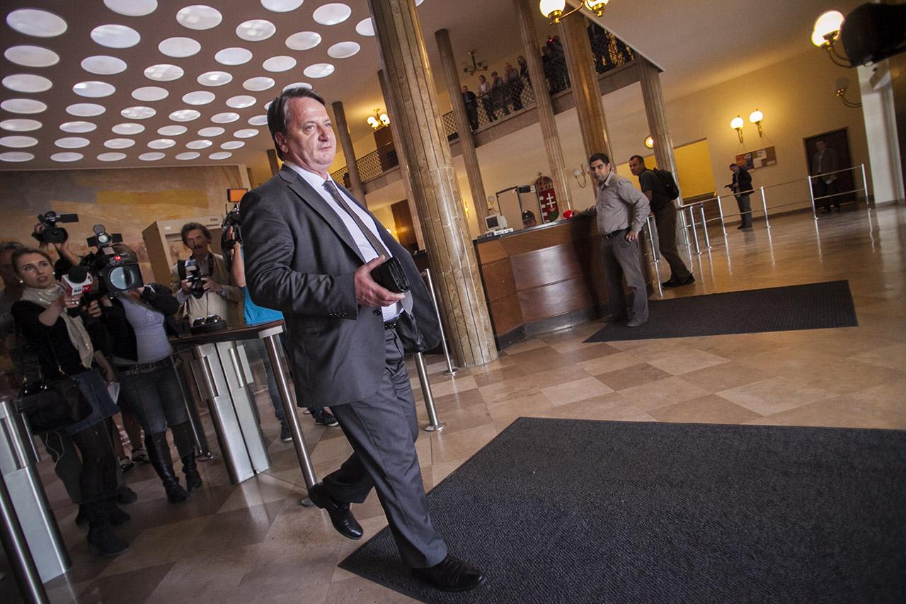 Időhúzásra játszhat KGBéla: mentelmi ügyének márciusi tárgyalására sem ment el