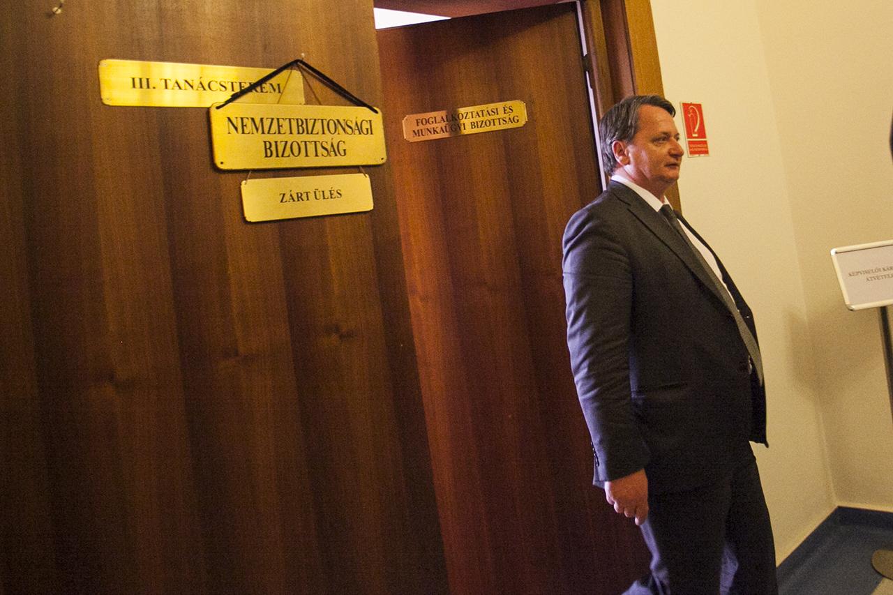 Most éppen költségvetési csalással gyanúsítja az ügyészség a jobbikos Kovács Bélát