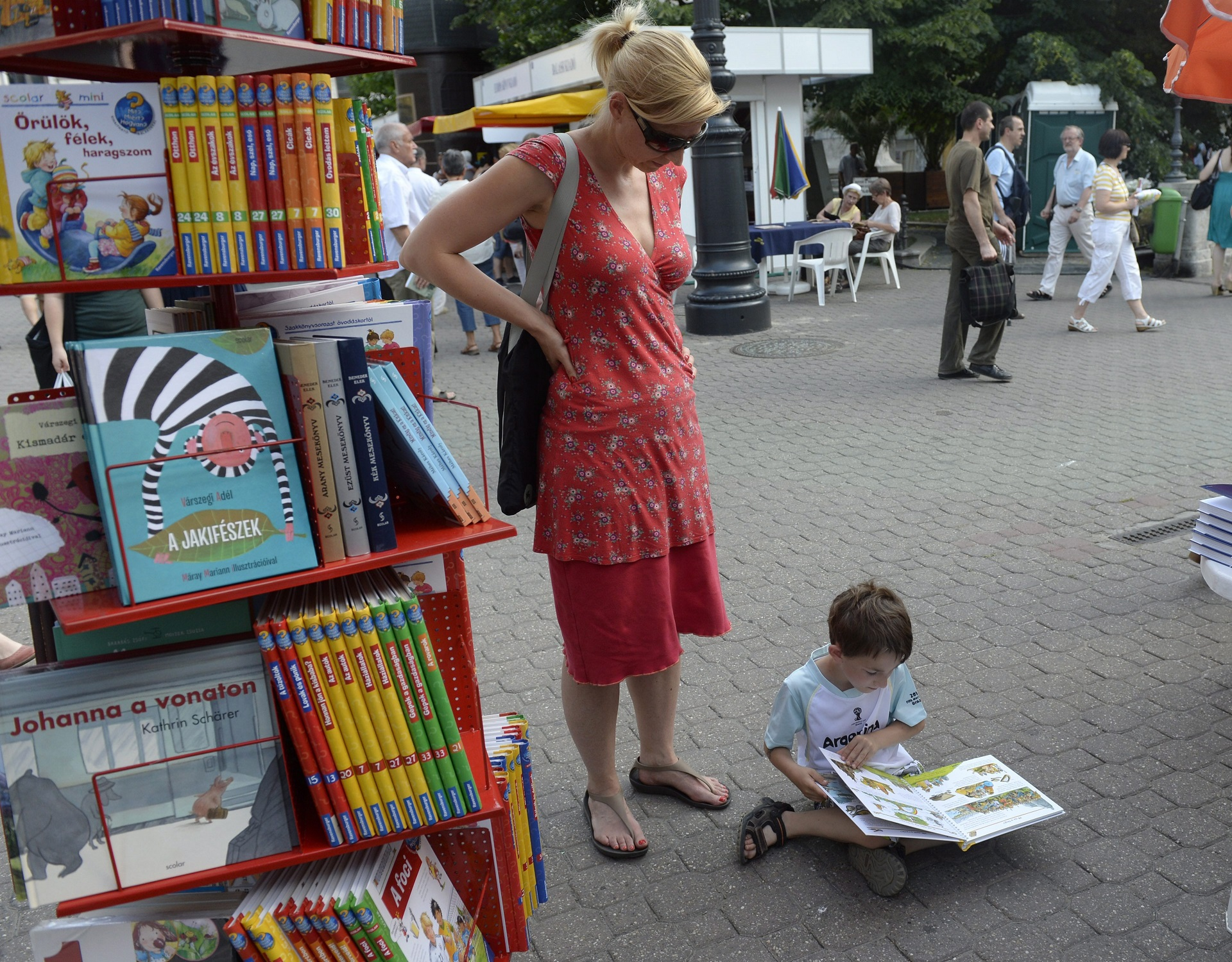 Parkolót csinálhatnak a Vörösmarty térből, ezért nem lehet ott a Könyvhét
