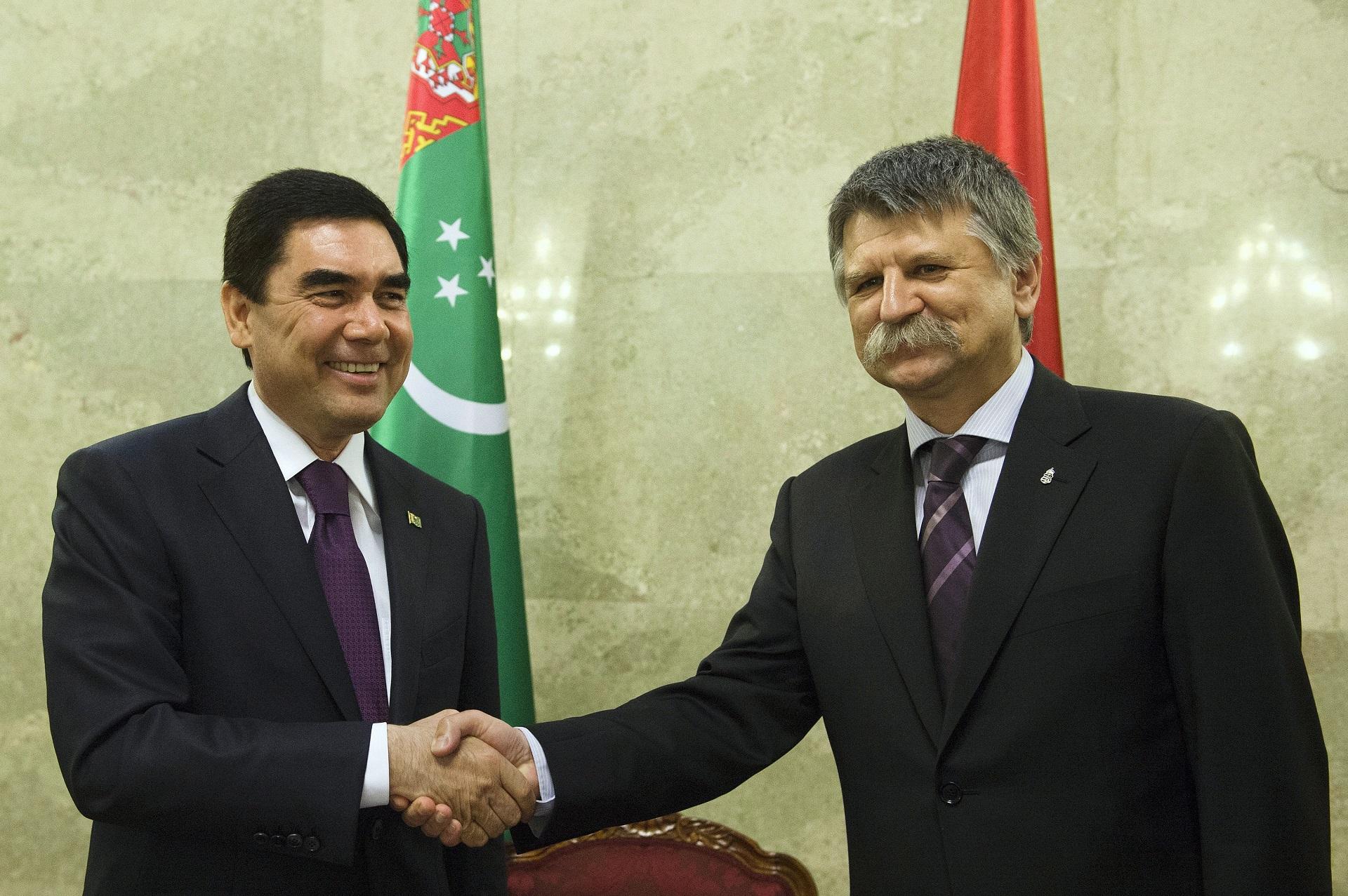 A ramadán végén 612 fogolynak kegyelmezett meg Türkmenisztán elnöke