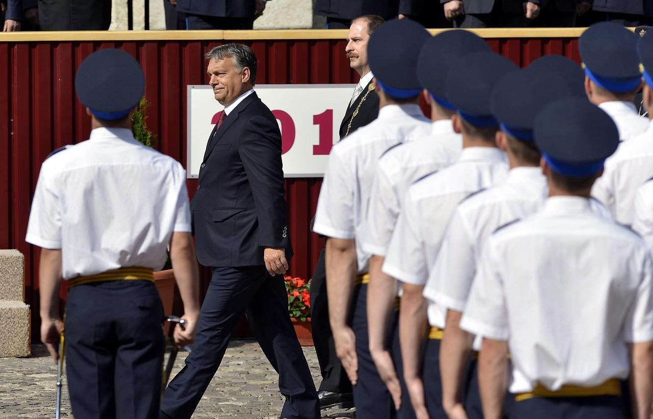 Orbánnak nemsokára döntenie kell: bekeményít vagy elengedi a hatalmat