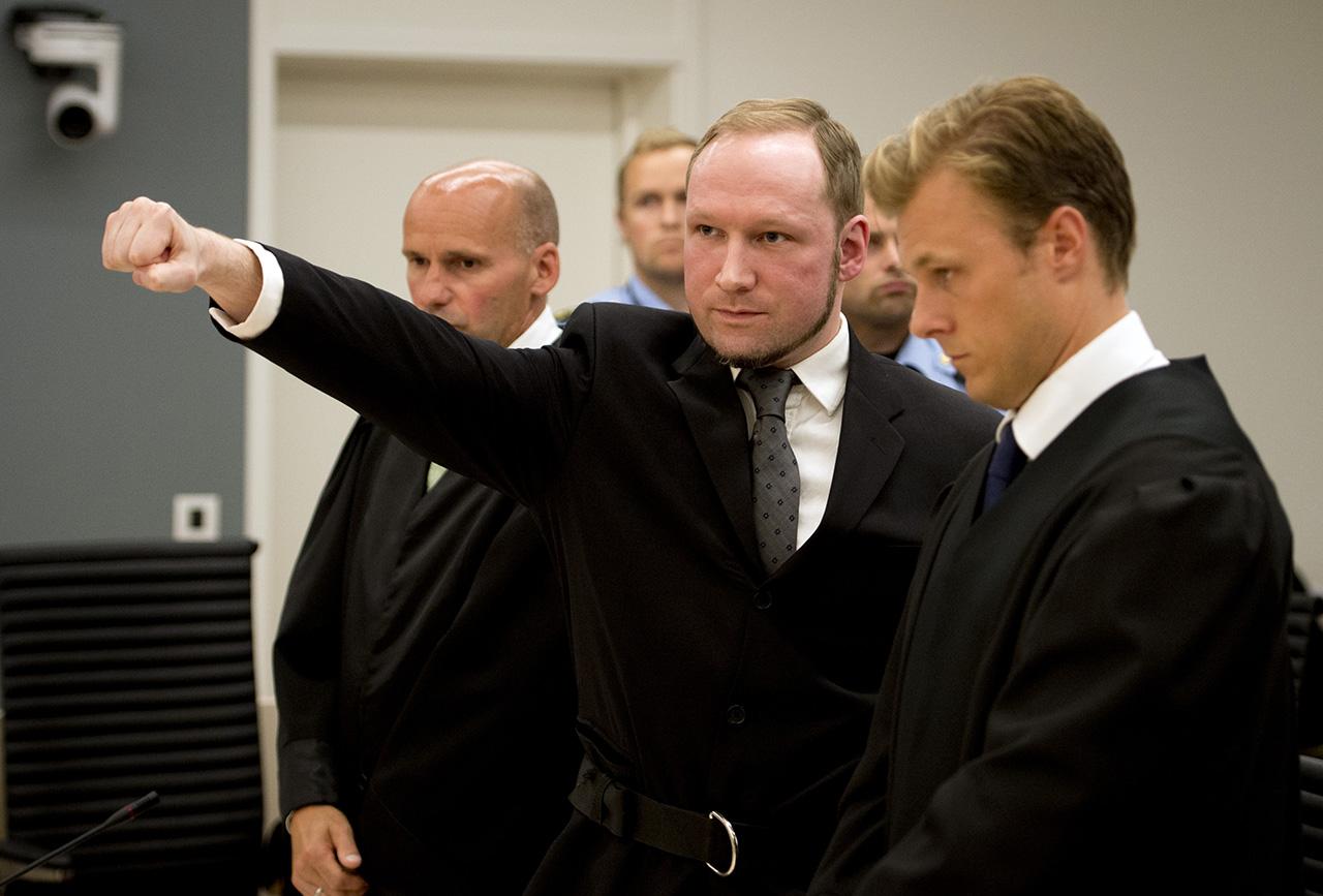 Breivik beperli a norvég államot, mert magánzárkában tartják fogva
