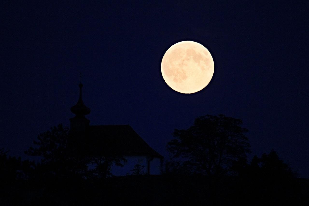 Magáncéggel térhetnek vissza a Holdra az amerikaiak