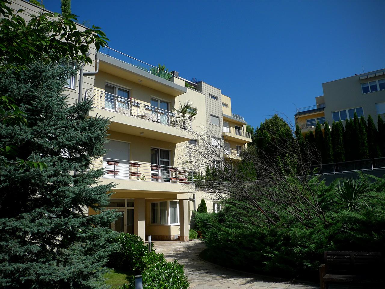 Mészáros Lőrinc évtizedes barátjának közeli munkatársa vehette meg Rogán Antal Pasa parki lakását