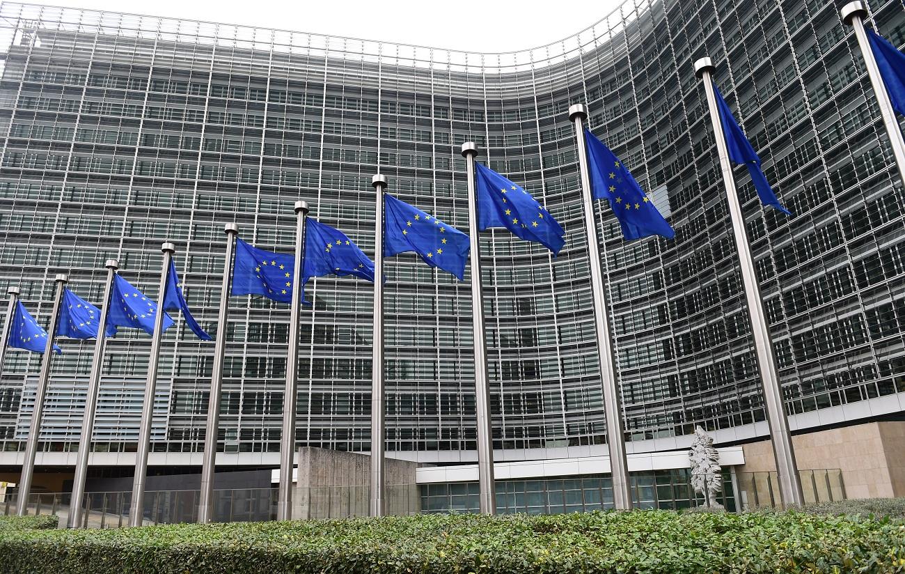 Törvénnyel védené meg az EU a visszaélésekről jelentőket