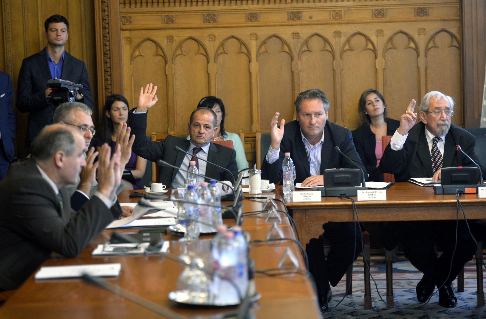 Papcsák: A párttagságom nem összeférhetetlen a jegybank felügyelő bizottsági tagságommal