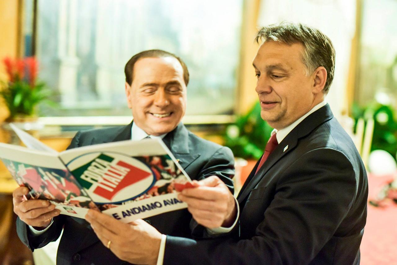 Orbán várja, hogy újra a 81 éves, elítélt Berlusconi legyen az olasz kormányfő, de azt a jog és szavazók is gátolják