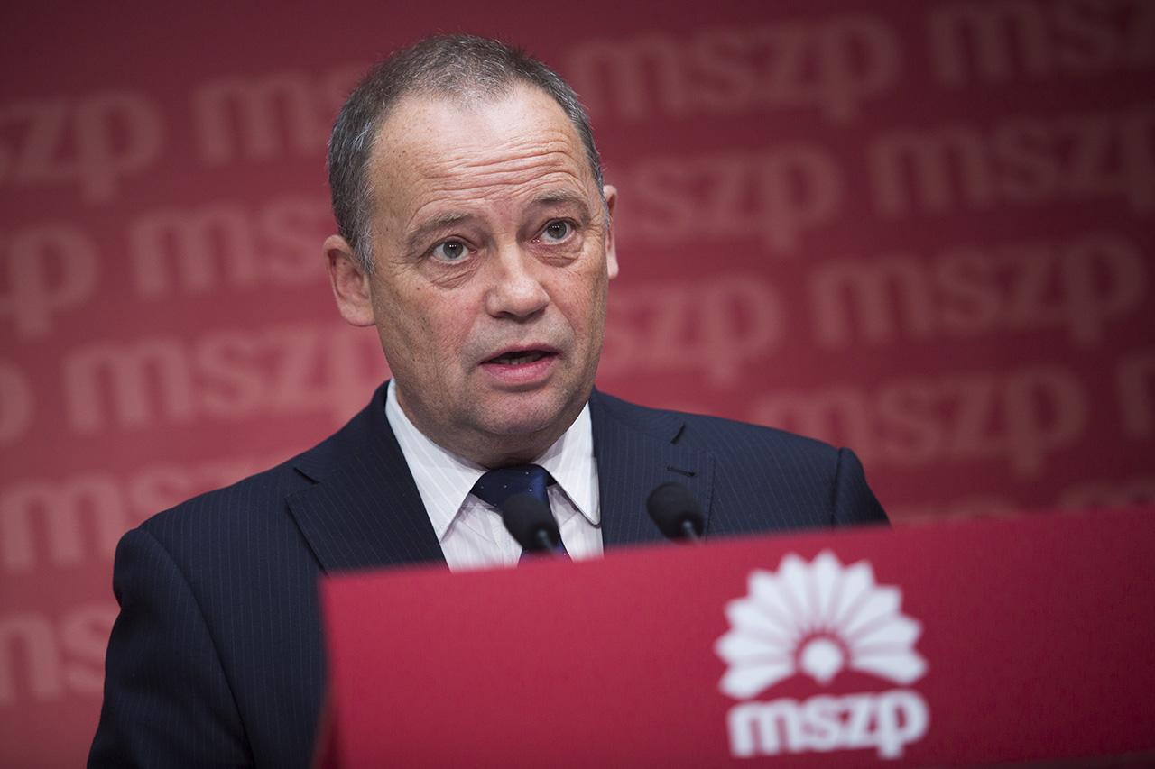 A Magyar Nemzet szerint nem is zárták ki Szanyi Tibort az MSZP-ből