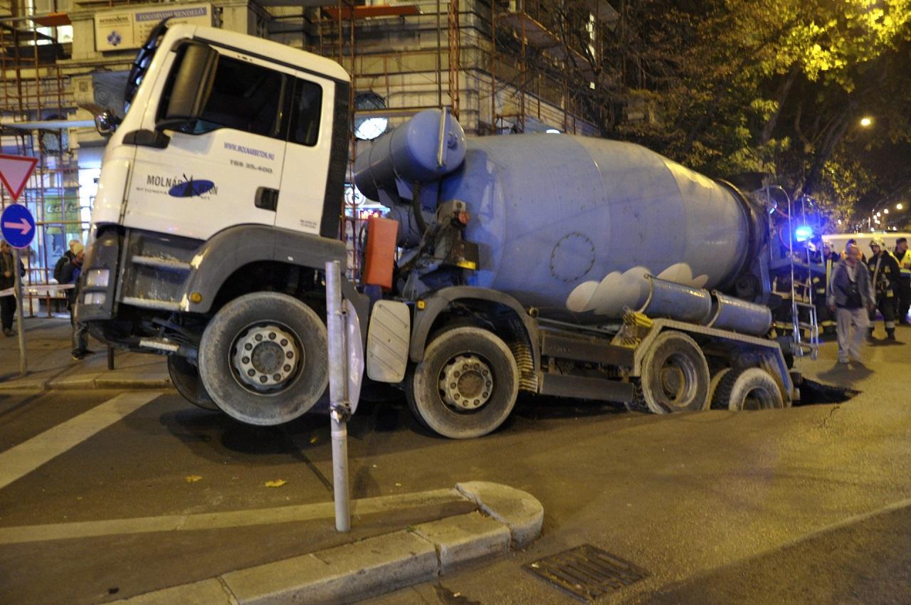 Annyira kevés a kamionsofőr, hogy egymilliárdért indít képzéseket a kormány