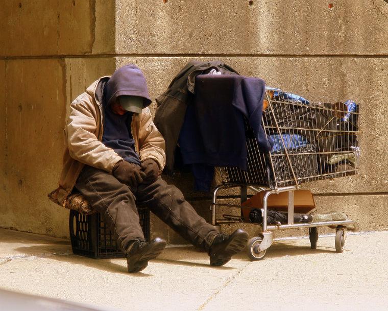 Háromszor kell felszólítani a hajléktalanokat, hogy ne az utcán éljenek