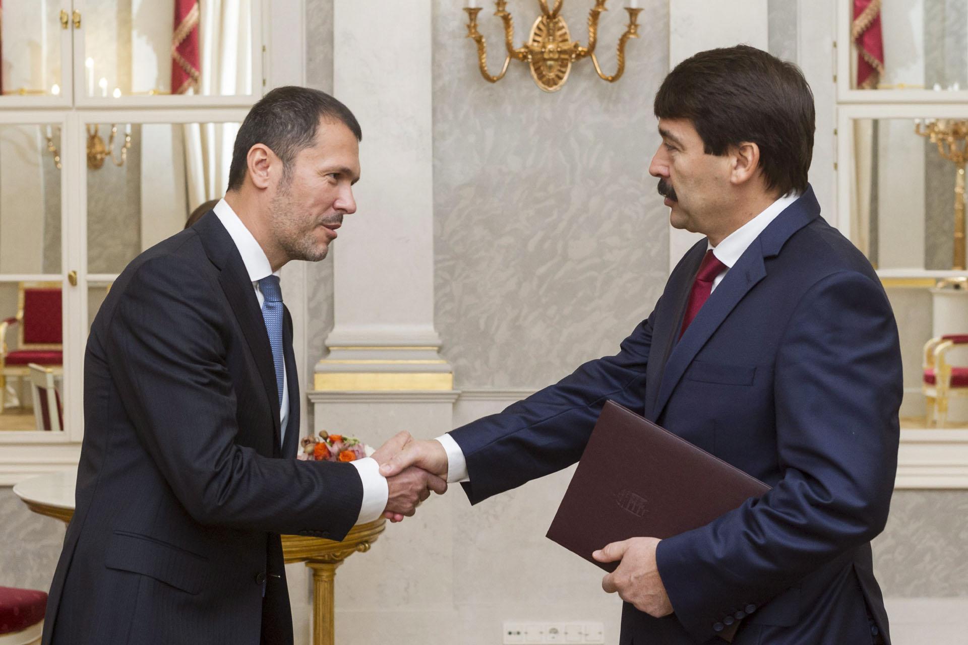 Nagyon jól fialtak a távozó Giró-Szász államtitkár úr befektetései az idén!*