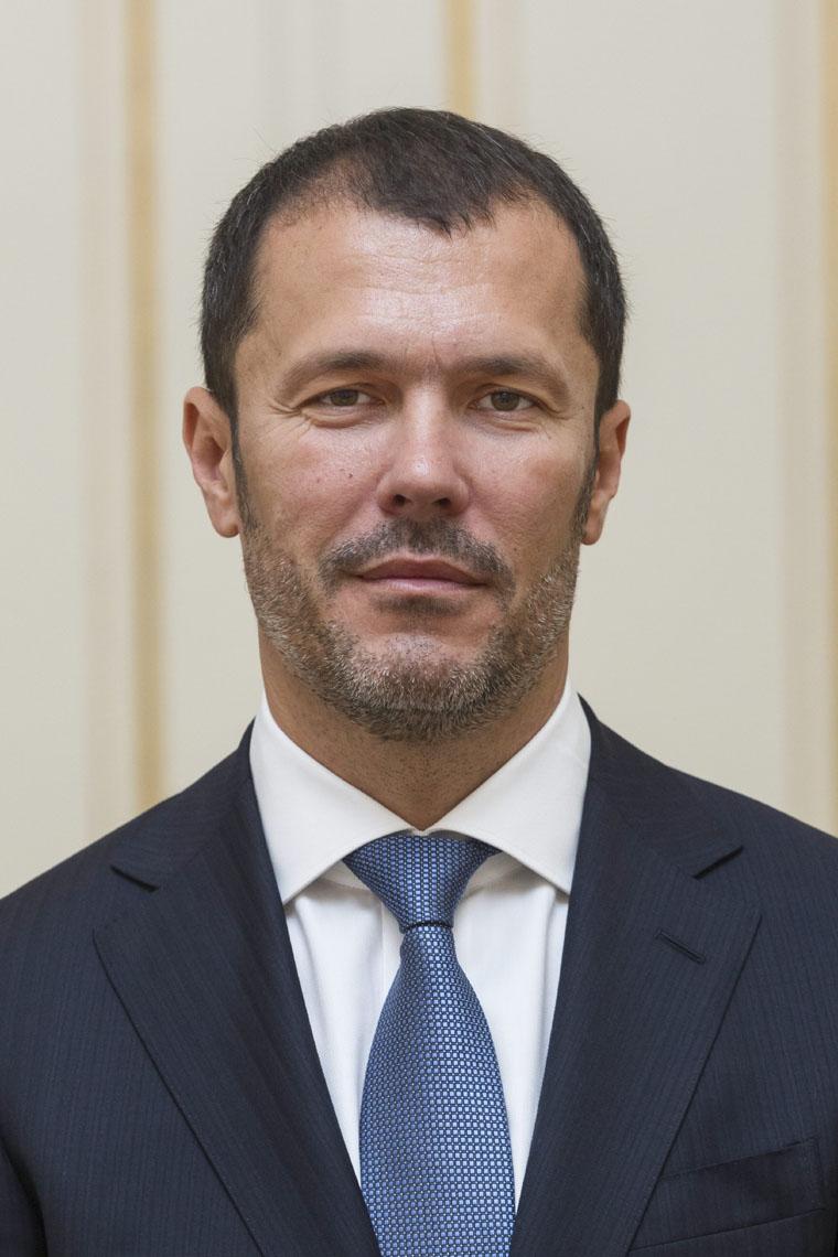 Giró-Szász államtitkár volt, mikor 140 milliós közbeszerzést nyert a Strategopolis, aztán lemondott az államtitkári posztról és beült a Strategopolisba
