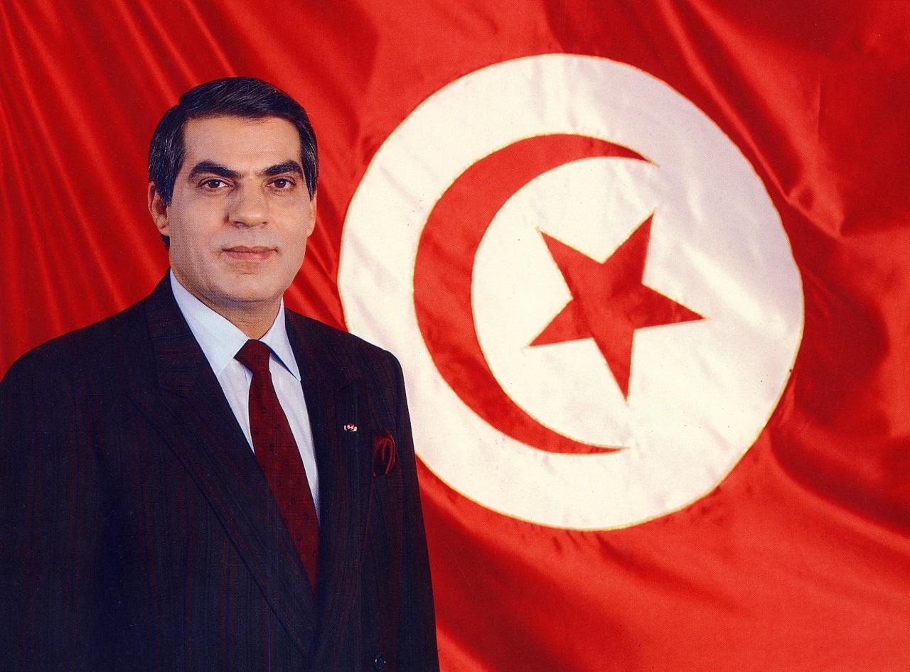 1500-an tiltakoztak Tuniszban a törvény ellen, ami amnesztiát ad ben Ali korrupt közszolgáinak
