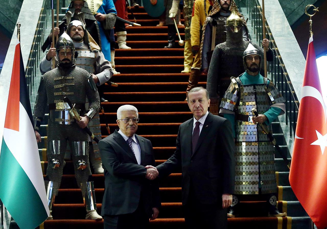 A török líra történelmi mélypontra gyengült
