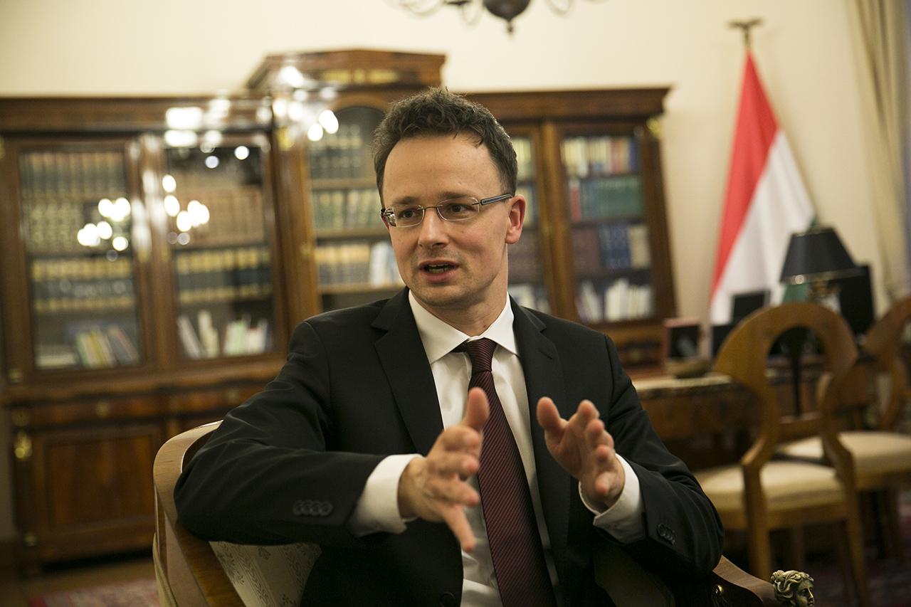 Szijjártó szerint Clinton Soros sugalmazására támadja Magyarországot
