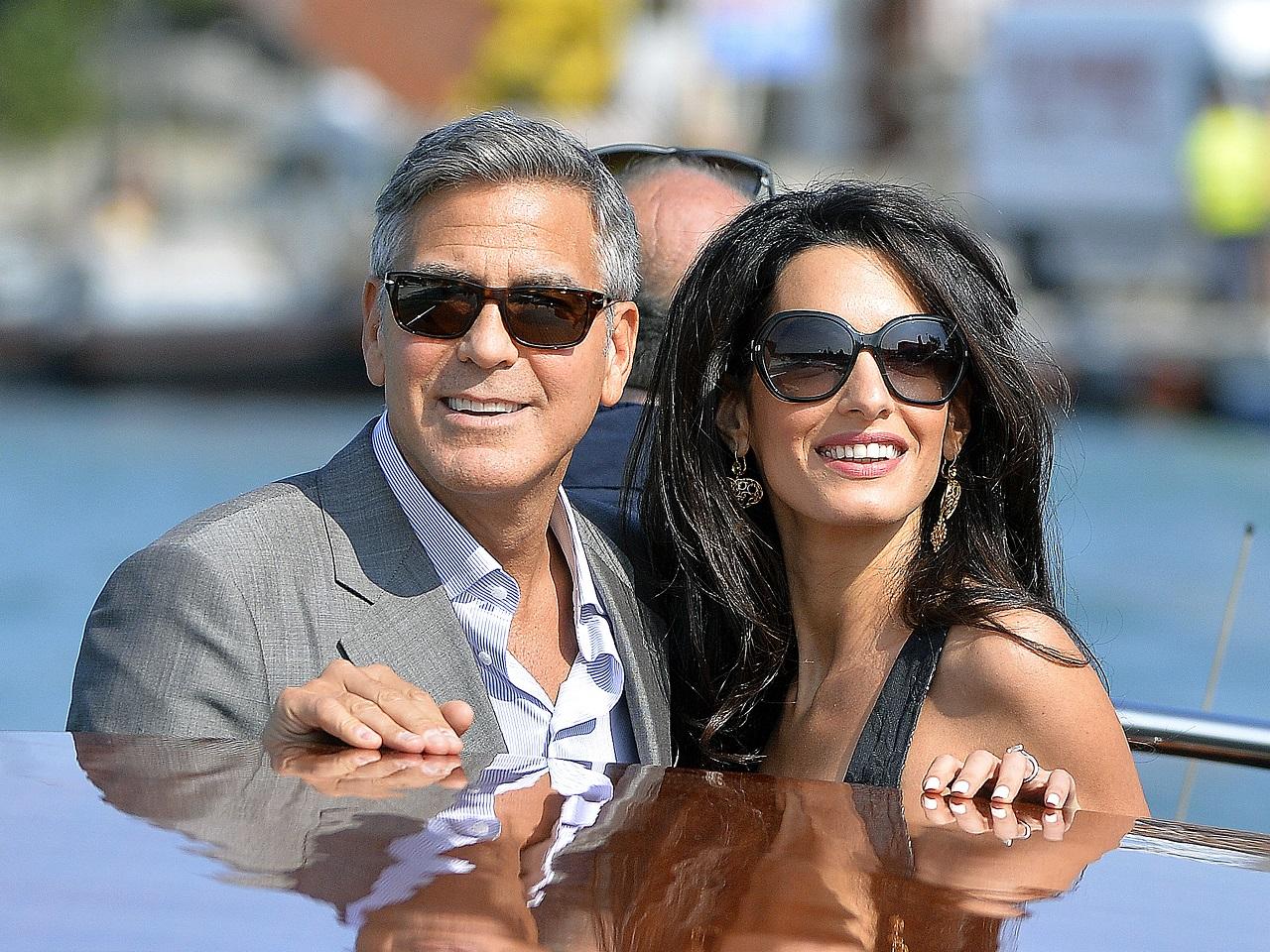 Megszülettek Amal Clooney és férje ikrei