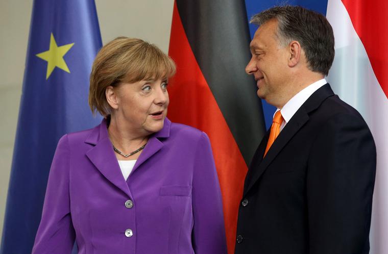 Merkel menekültügyben leszalámizná a V4-et