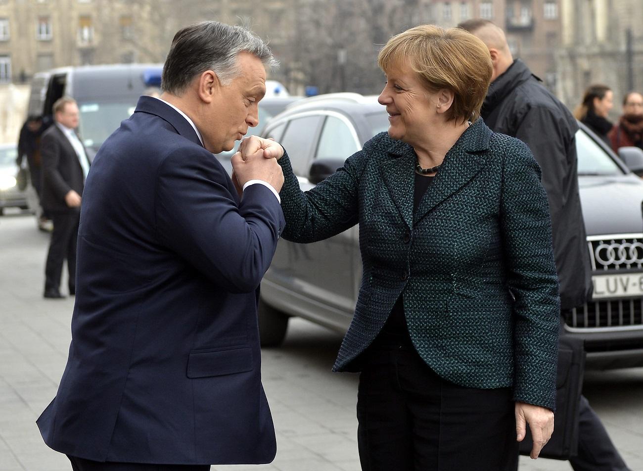 Tényleg brutális büntetést szabnának ki a menekültkvótájuk befogadását megtagadó EU-államokra