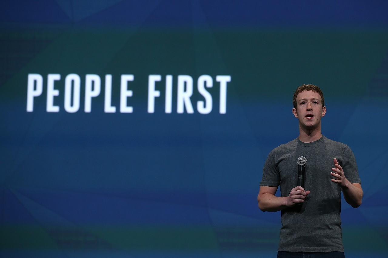 Kiszivárgott belső Facebook-dokumentum: tényleg szerkesztők döntenek a hírekről, nem csak a megosztások