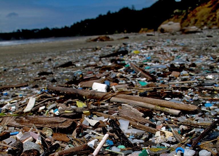 2021-től teljesen betilthatják Magyarországon a műanyag zacskókat