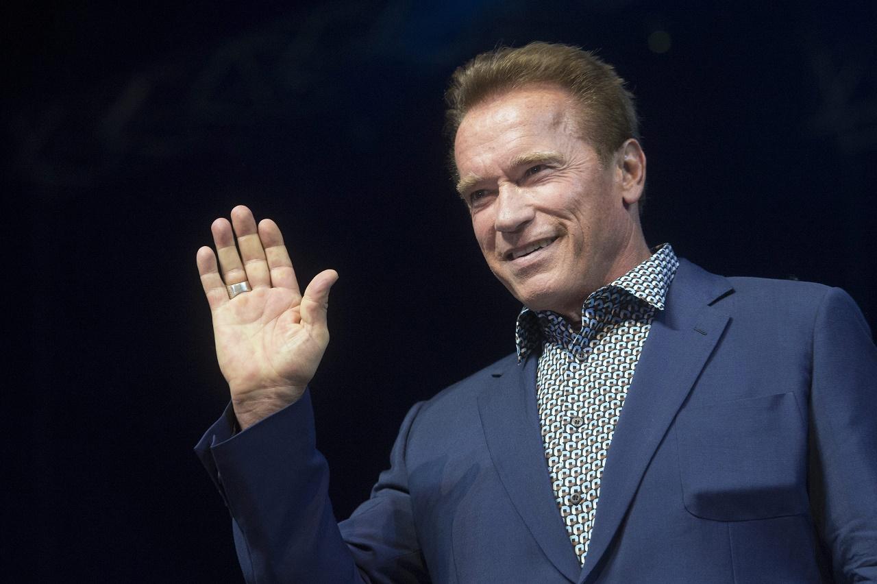 Otthoni edzéshez ad tippeket Arnold Schwarzenegger a Twitteren