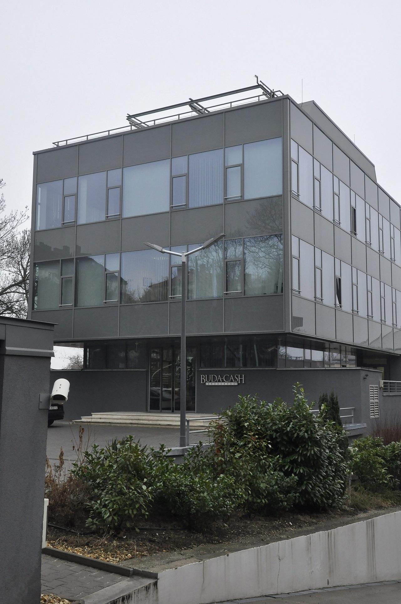 Matolcsy unokatestvérének bankja kapja meg a Buda-Cash ügyfélállományányát